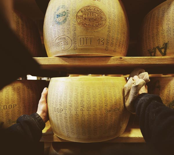 G. Cravero - Meticulous selection and attentive maturing is an extraordinary table Parmigiano Reggiano cheese